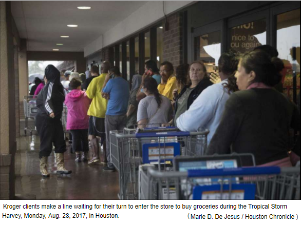 kroger clients lined up outside Kroger during hurricane harvey
